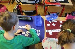 Im Matheunterricht lernen wir alles im Umgang mit Zahlen.