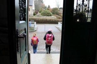 Manche Kinder gehen nicht in den Hort und fahren nach Schulschluss nach Hause.